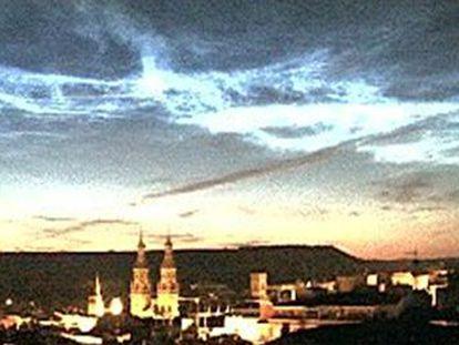 Las nubes noctilucentes se forman en capas muy altas y son propias de zonas próximas al Polo Norte, pero el pasado fin de semana se vieron en la Península