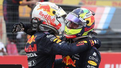 Verstappen y Checo Pérez celebran tras el GP de Francia.