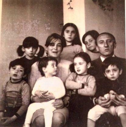 Imagen del carné de familia numerosa de los Sáenz de Oiza-Guerra al completo. |