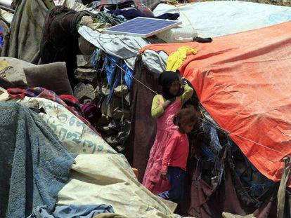 Niños, en un campo de desplazados en Yemen, este sábado.