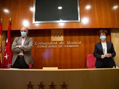 El viceconsejero de Sanidad de Madrid, Antonio Zapatero, y la directora general de Salud Pública, Elena Andradas, este viernes 12 de febrero.