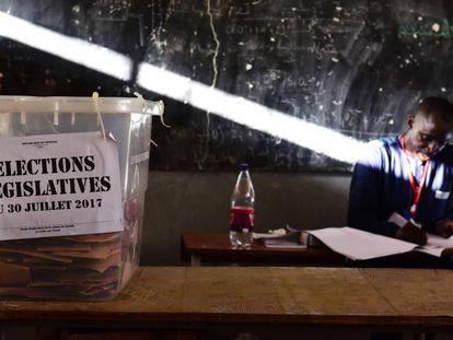 Una urna en Dakar, el pasado domingo durante las elecciones en Senegal.