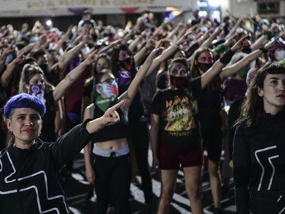 El colectivo Las Tesis, durante una manifestación en Santiago de Chile, en noviembre de 2020.