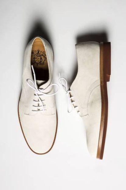 """¿Se atreve con el color de estos zapatos Bow Tie? Para Josie no hay duda: """"Los paseos primaverales de 2017, mejor en blanco"""". P.I. 219€/ P.V. 160,50€."""