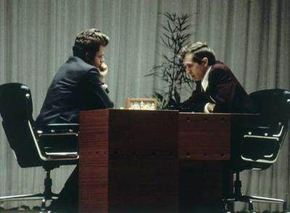 Fischer y Spassky, durante su mítico enfrentamiento en Reikiavik en 1972. Esta partida se celebró el 31 de agosto.