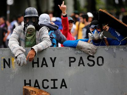 Manifestantes venezolanos, este viernes en Caracas.