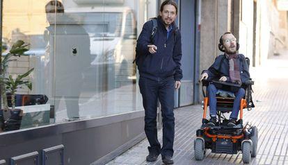 Iglesias y Echenique llegan a la reunión del Consejo Ciudadano de Podemos, el viernes.