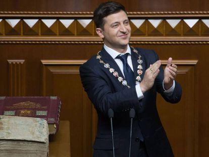 Zelenski en el Parlamento de Kiev durante su discurso inaugural, este lunes.