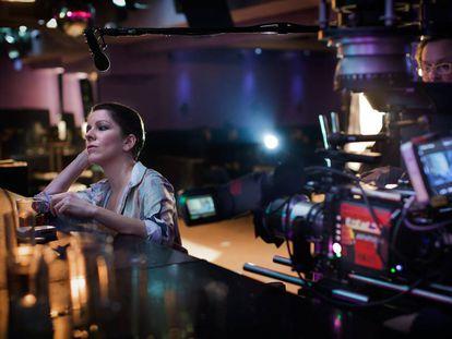La actriz Eva Llorach, en el rodaje de 'Quién te cantará', de Carlos Vermut, la película que ha recibido mayor puntuación (que no ayudas), en la primera convocatoria del ICAA.