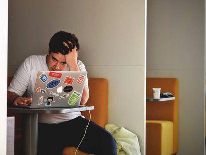 El estrés laboral en España provoca casi el 30 % de las bajas.