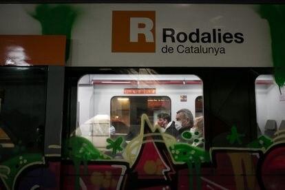 Vagones de Rodalies de Renfe a su paso por la estación de Plaza Catalunya.