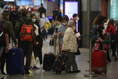 Viajeros en la estación de Atocha, este viernes.