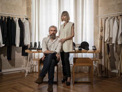 Sergio Lázaro y Verónica Abián, diseñadores de Otrura, en su estudio de Madrid a principios de julio.