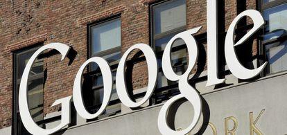 Vista del logotipo de Google, en la sede de su empresa en Nueva York (Estados Unidos).