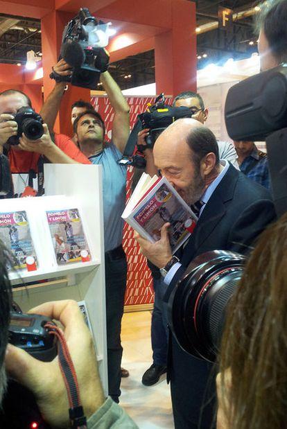 Rubalcaba, ayer en la Feria Internacional del Libro (Liber).