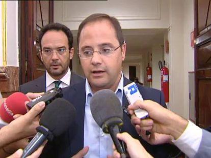 El PSOE admite el mazazo que suponen las tres dimisiones