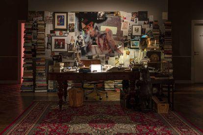 Reconstrucción de la oficina de Nick Cave, creada por los artistas Iain Forsyth & Jane Pollard.