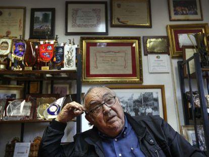 El pirotécnico Vicente Caballer en sus oficinas de Llíria.