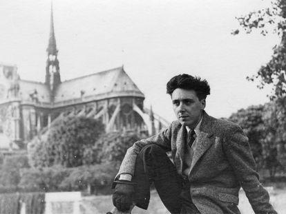 Daniel Cordier en 1945 en París tras la liberación de Francia.