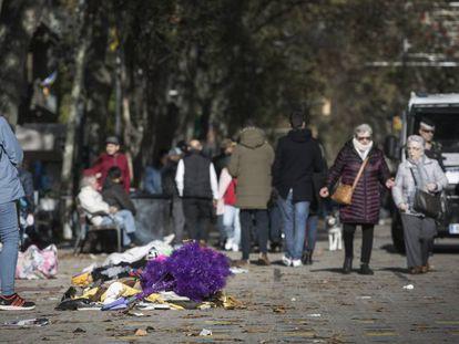 La Guardia Urbana impide un mercado irregular en Sant Antoni.