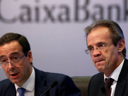 El presidente de CaixaBank, Jordi Gual (derecha), y el consejero delegado, Gonzalo Gortázar.