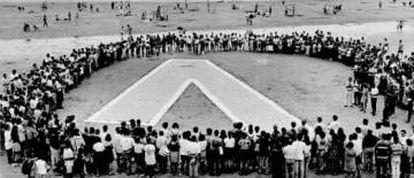 Concentración el 8 de julio de 1995 en la playa de la Concha de San Sebastián para pedir la liberación de Aldaya.