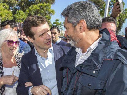 Juan José Cortés junto a Pablo Casado.