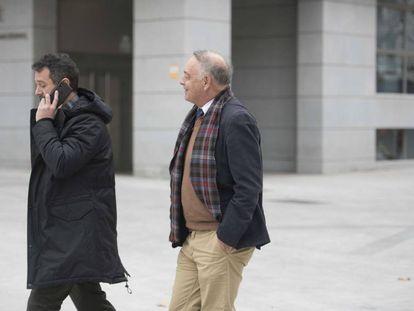 El comisario Eugenio Pino (izquierda), entra en la Audiencia Nacional el pasado 17 de enero.