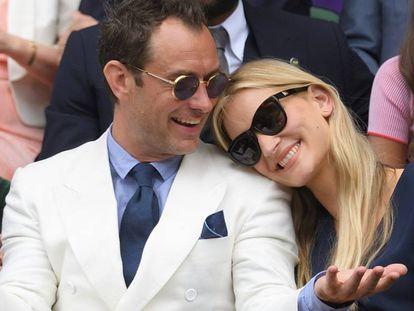 El actor Jude Law y su pareja, la psicóloga Phillipa Coan, en Londres, en 2016.