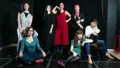 De izquierda a derecha, de pie, las dramaturgas Lucía Carballal, Denise Despeyroux, Carolina África y Laila Ripoll. Sentadas, Lucía Miranda, María Velasco y Carolina Román.