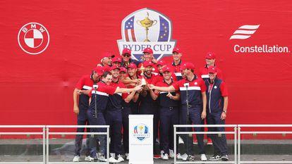 El equipo estadounidense, con la copa.
