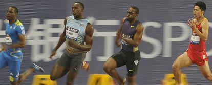 Usain Bolt corre ante Ronald Pognon, Angelo Taylor y Li Mingxuan.