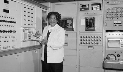 Mary Jackson, ingeniera aeroespacial y experta en cálculo, en la NASA.