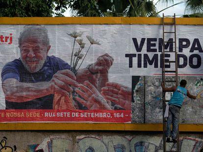 """Un cartel de publicitario que proclama """"Súmate al equipo de Lula"""", la semana pasada en Río de Janeiro."""