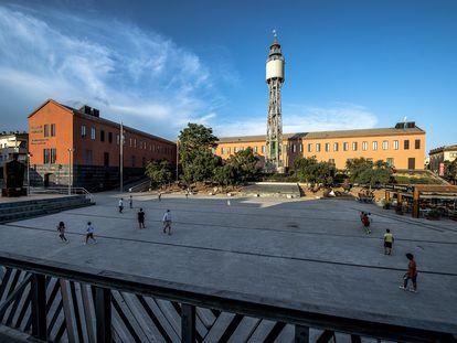 Vista de la Plaza de Can Mario en Palafrugell (Girona) en la que está el Museo de Escultura Contemporánea y el Museo del Suro.