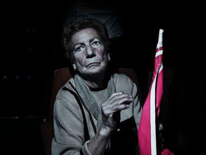 Una mujer en un mitin del PSOE en 2011.