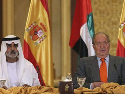 El Rey junto al príncipe heredero emiratí, este lunes durante el comienzo del foro empresarial hispano-emiratí.