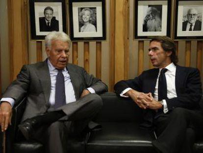 Ambos expresidentes reivindican, en un encuentro organizado por EL PAÍS, la Ley Fundamental como el garante del mayor periodo de estabilidad en la historia de España