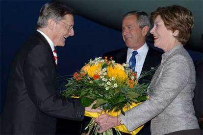 El canciller austriaco ha recibido a Bush, que ha viajado acompañado de su esposa.