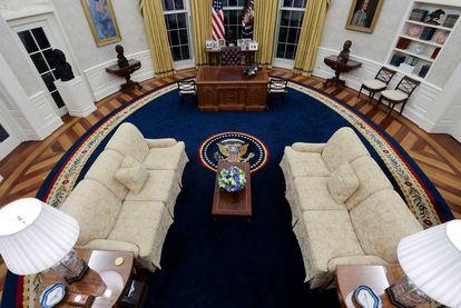 Vista general del Despacho Oval, decorado para el presidente Joe Biden, en la Casa Blanca.