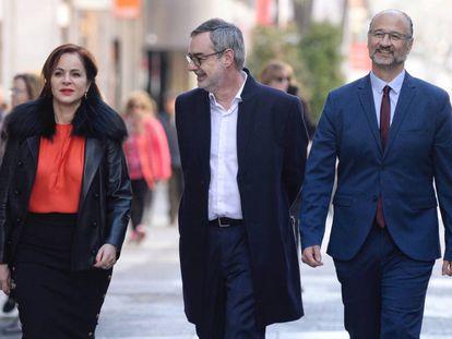 Silvia Clemente, expresidenta de las Cortes de Castilla y León, acompañada por el secretario general de Ciudadanos, José Manuel Villegas, y Luis Fuentes, líder de la formación naranja en la región.