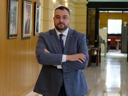Entrevista al presidente del Principado de Asturias, Adrián Barbón, en su despacho el jueves.