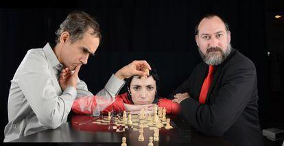 Elena Rayos, entre César Sarachu (a la izquierda) y Daniel Albaladejo.