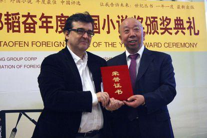 El escritor español Javier Cercas recibe hoy en Pekín el premio Taofen