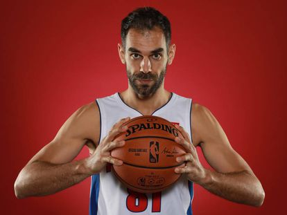 José Manuel Calderón, en la sesión de fotos de los Pistons, su séptimo y último equipo en la NBA.