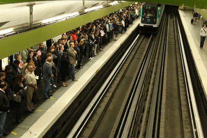 Andén de metro de Gare du Nord, en París, durante el paro convocado por los sindicatos contra la reforma de las pensiones.