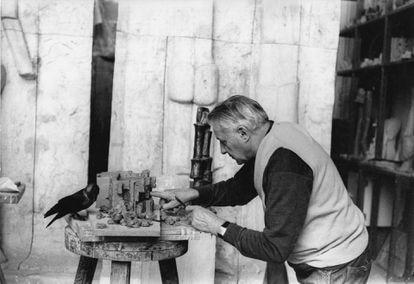 Fritz Wotruba works in his studio in 1967.