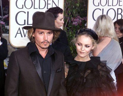 Johnny Depp y Vanessa Paradis en los Premios Golden Globe en enero de 2004.
