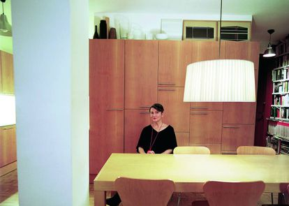Con 'The new Spanish architecture' (Rizzoli, 1992), Anatxu Zabalbeascoa comenzó su carrera como periodista de arquitectura. Aquí, posa para ICON DESIGN en su casa de Madrid.