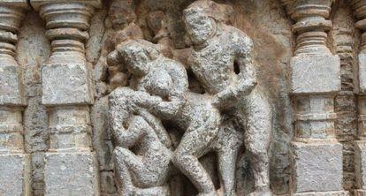 Representación de una postura hindú poco dolorosa para la espalda.